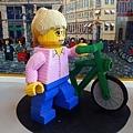 所以一定要有騎單車的樂高人~