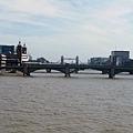 橋上遠眺塔橋