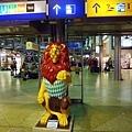 慕尼黑是獅子王國,車站就擺了一隻來迎接大家