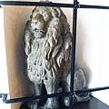 Löwenbräu 獅子餐廳一進門就有一隻老獅子