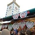 啤酒節現場之每個餅上面的字都有特殊意味,有的好有的不好所以不要亂買唷~