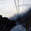 纜車即將衝進雲霧中