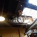 掛在樓上的單車