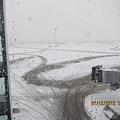突如其來的大雪,導致班機延誤起飛五個小時 XDDD