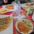 來義大利一定要吃一下披薩和義大利麵啊!