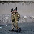 天使堡前巡邏的士兵