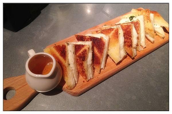 四種乳酪三明治(藍乳酪-布里-帕馬森-馬芝拉)220