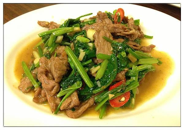 菠菜炒牛肉200