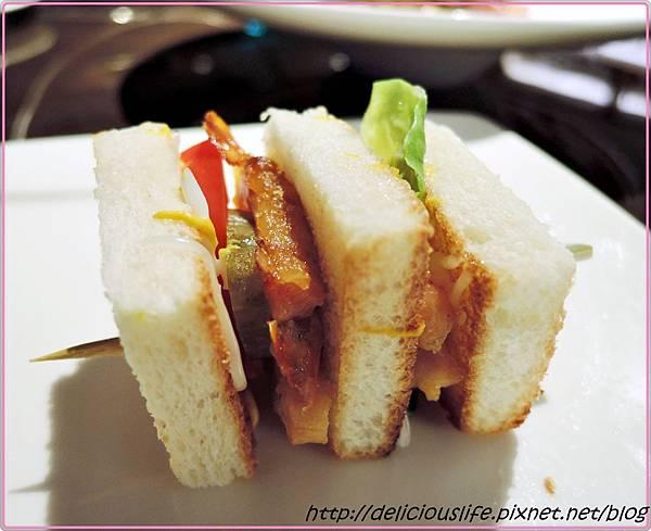 華爾道夫雞肉三明治