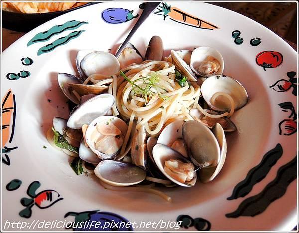 蒜香香草蛤蜊麵385