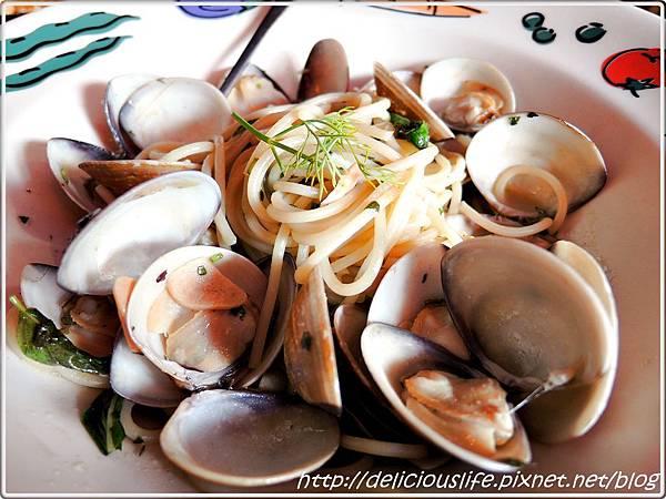 蒜香香草蛤蜊麵1