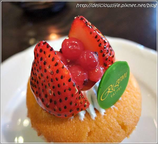 草莓紅醋栗杯子蛋糕1