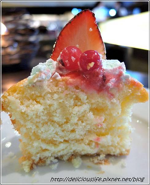 草莓紅醋栗杯子蛋糕3