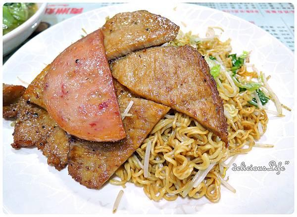 豬扒炒出前一丁+午餐肉1