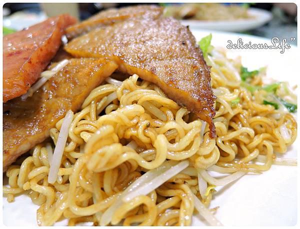 豬扒炒出前一丁+午餐肉2