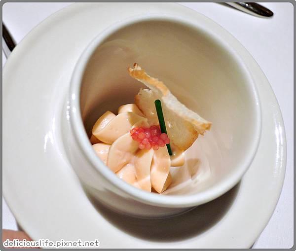 鮭魚幕斯配蝦卵