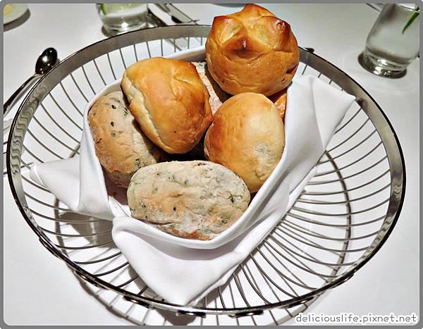 布里歐麵包&五穀芝麻麵包