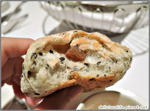 五穀芝麻麵包