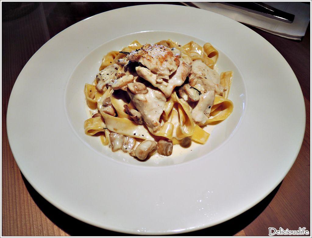 白醬奶油迷迭香雞肉義大利麵280-1