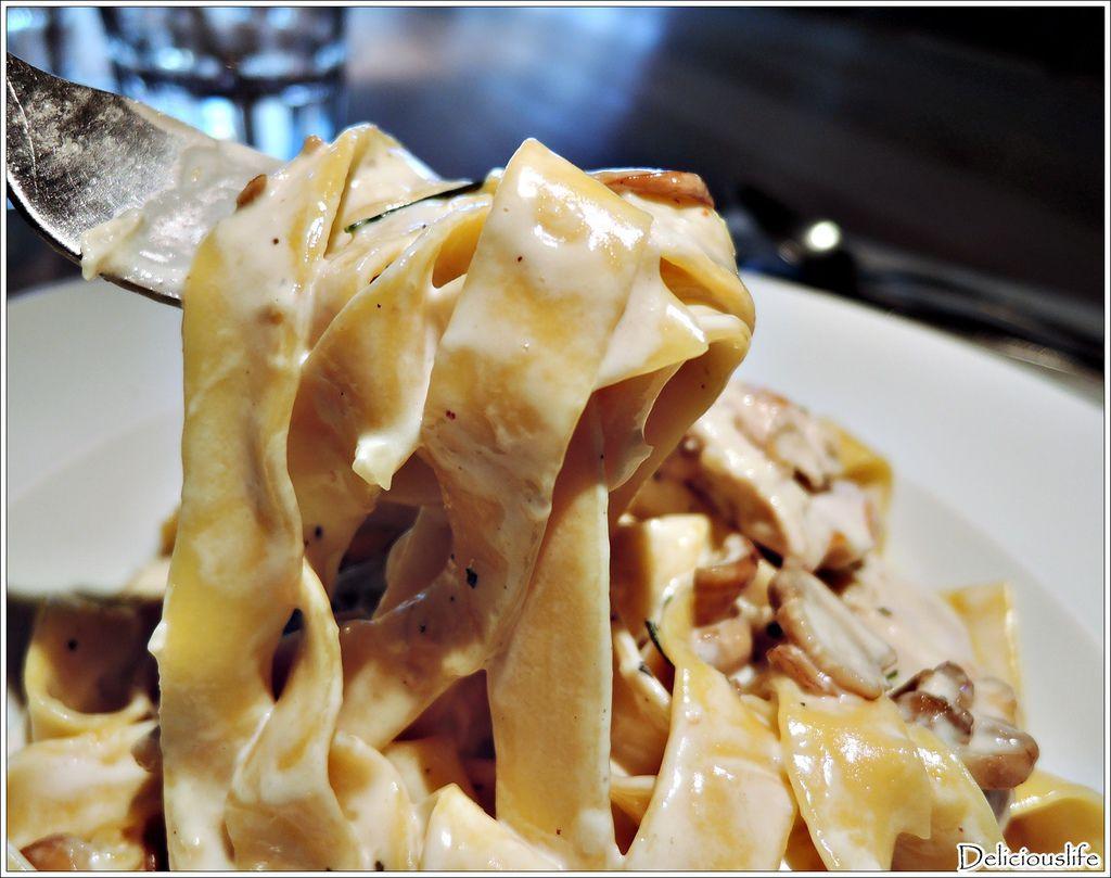 白醬奶油迷迭香雞肉義大利麵280-4