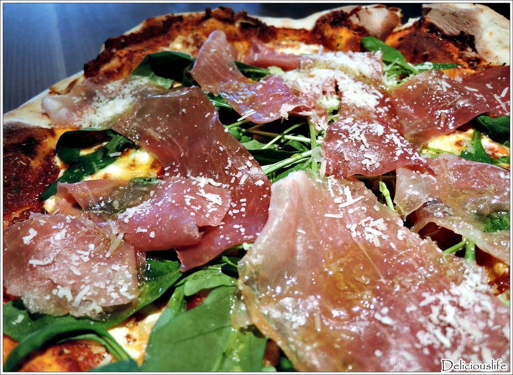 生火腿芝麻葉披薩560-2