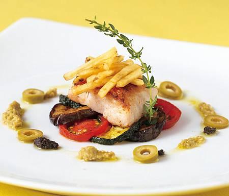 《名媛主廚EMI教你做時尚宴客料理》油煎白肉魚-佐橄欖茄子醬