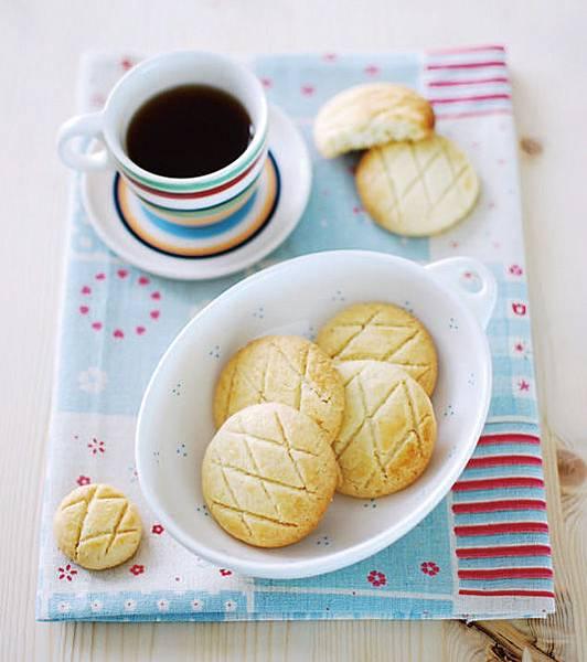 《每天都是餅乾日。175道人氣手工餅乾的創意魔法》杏仁餅乾