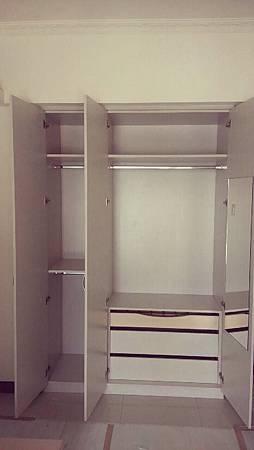 小孩房衣櫃