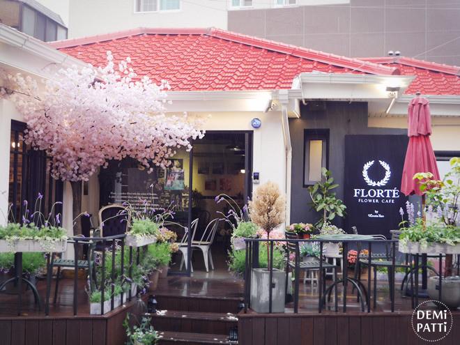 弘大 FLORTE Flower Cafe  (3).jpg