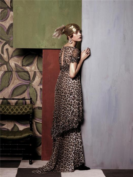 Natalia Vodianova by Steven Meisel (Fashioning The Century - Vogue US May 2007) 1.jpg