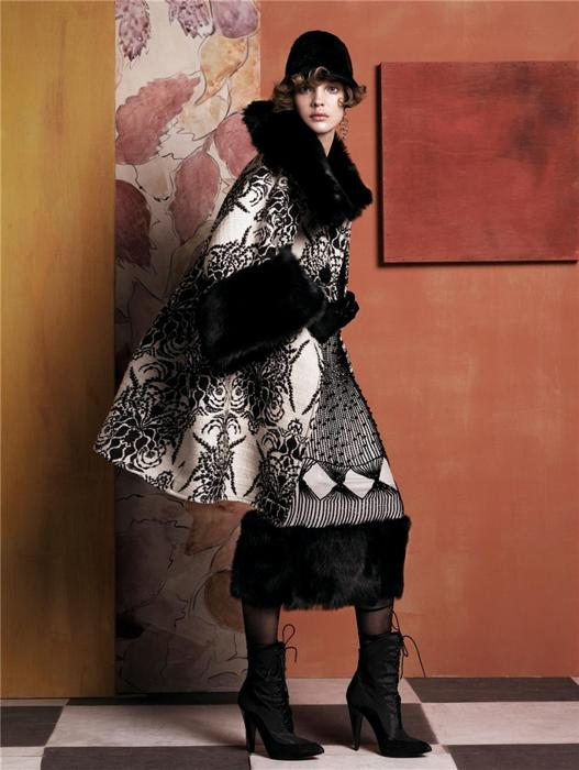 Natalia Vodianova by Steven Meisel (Fashioning The Century - Vogue US May 2007) 2.jpg