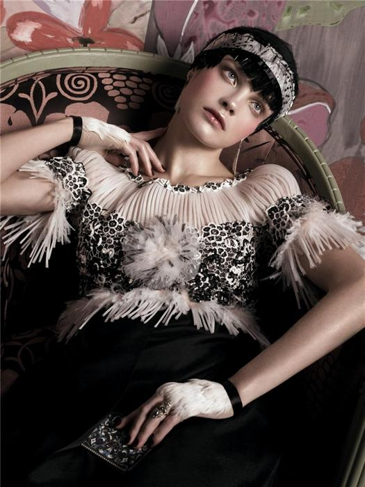 Natalia Vodianova by Steven Meisel (Fashioning The Century - Vogue US May 2007) 6.jpg