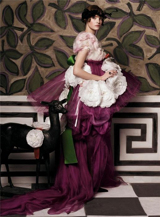 Natalia Vodianova by Steven Meisel (Fashioning The Century - Vogue US May 2007) 10.jpg