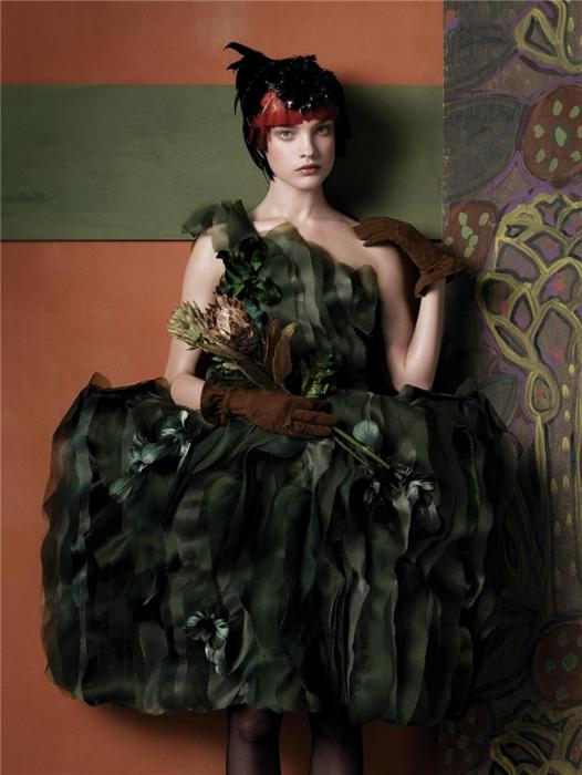 Natalia Vodianova by Steven Meisel (Fashioning The Century - Vogue US May 2007) 13.jpg