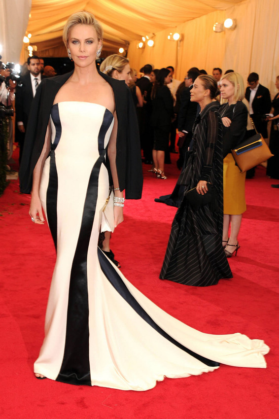 Charlize Theron in Christian Dior Haute Couture.jpg