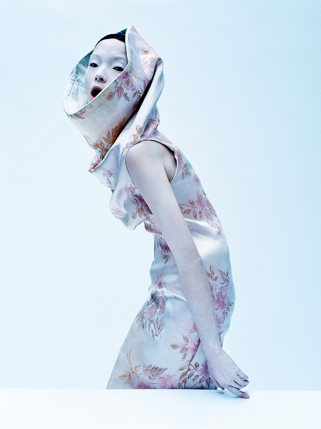 aya-jones-xiao-wen-ju-harleth-kuusik-yumi-lambert-nastya-sten-by-tim-walker-for-vogue-uk-march-2015-3.jpg