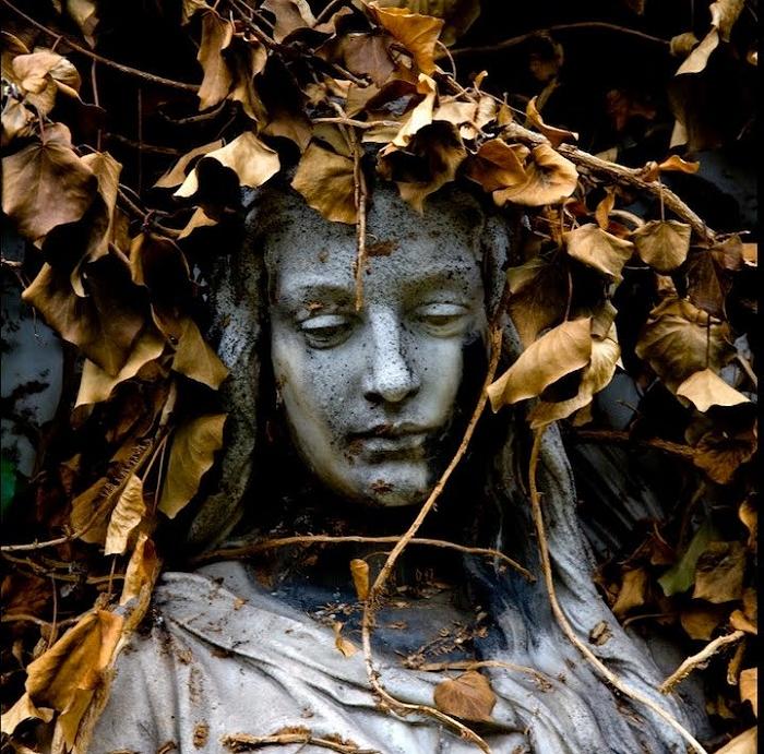 cemetery_sculptures_08.jpg