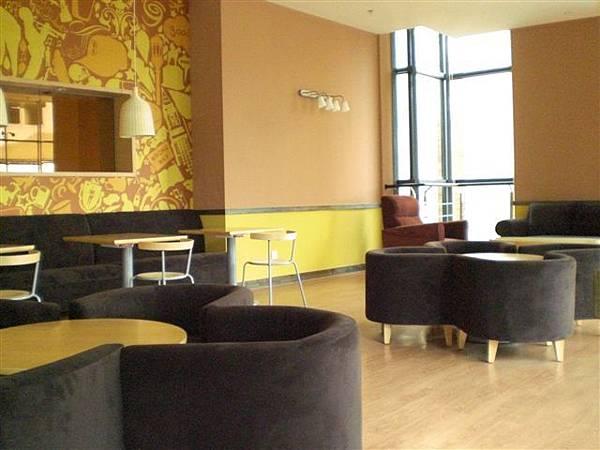 三樓新開的咖啡館在書店內