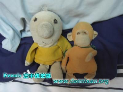 小寶&猴猴...相親相愛.jpg