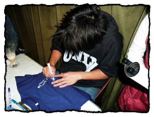 18_2008.03.23_夜貓溫馨聽友聚會_Dennis簽名中.jpg