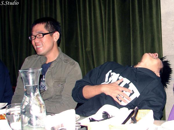 2008Year聽友聚會_11_ 仰天長笑的老闆&一旁陪笑的阿翔.jpg