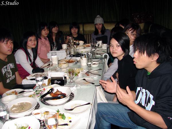 2008Year聽友聚會_22_沒有手冷笑話演出中.jpg