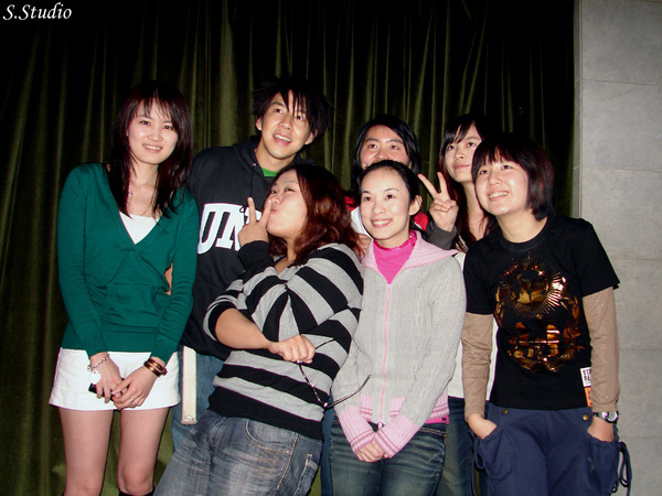 2008Year聽友聚會_33_Emily搞笑變臉ing.jpg