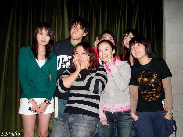 2008Year聽友聚會_34_Emily搞笑變臉ing.jpg