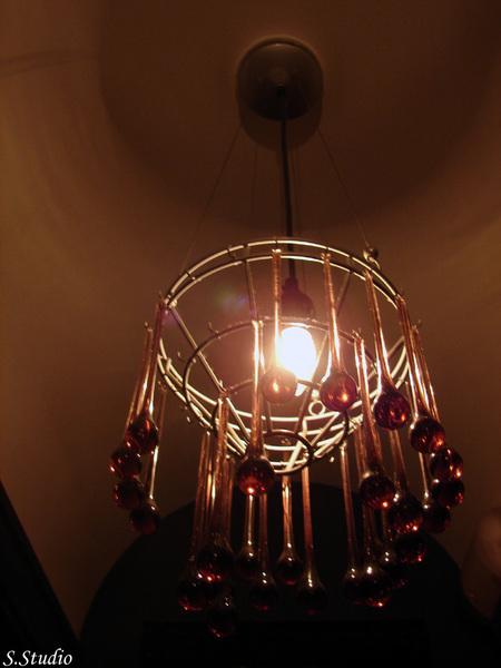 廁所裡的美麗吊燈.jpg