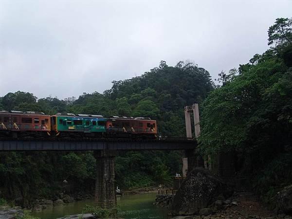 剛好火車經過 :D