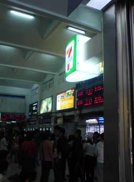 012桃園縣桃園市桃園火車站.JPG