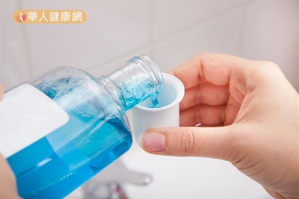 每天刷牙,牙齒還是好黃?美白牙齒有秘訣!4