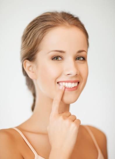 皓齒吸睛人人愛 選錯美白療程美齒不成反傷牙