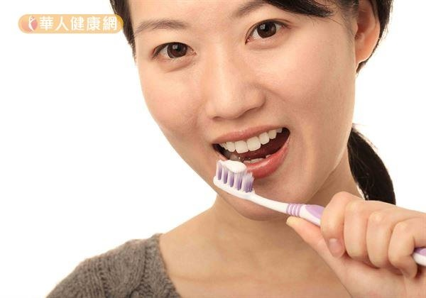 小看牙齦出血發炎,恐害心血管健康!222潔牙法改善2